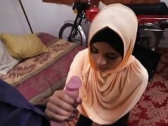 Teen arab breezy suck a huge cock like a professional