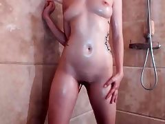 Teen having a bathroom and shaving in a solo vid