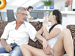 DADDY4K. Cumshot in jaws culminates super-cute hook-up of daddy and..
