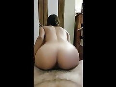Lady has better culo than most porn industry stars lol