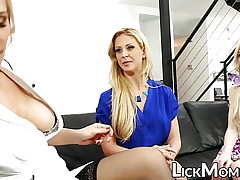 Lesbian blonde slobbers stepdaughter pussy in therapy
